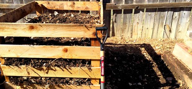 Kompost und Komposter zum Kompostieren