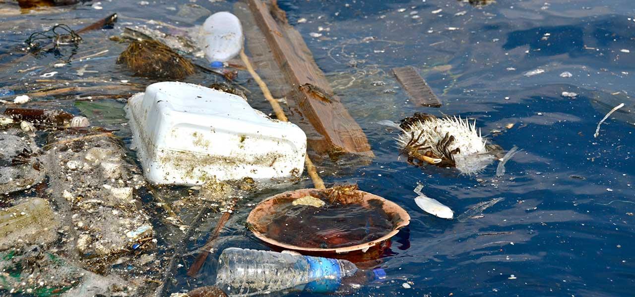 Über 5 Billionen Plastikteile treiben in den Ozeanen