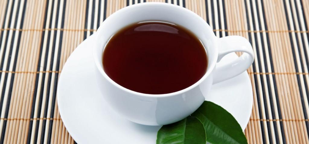 Schwarzer Tee: bei konventionellem Anbau oft mit Pestiziden belastet