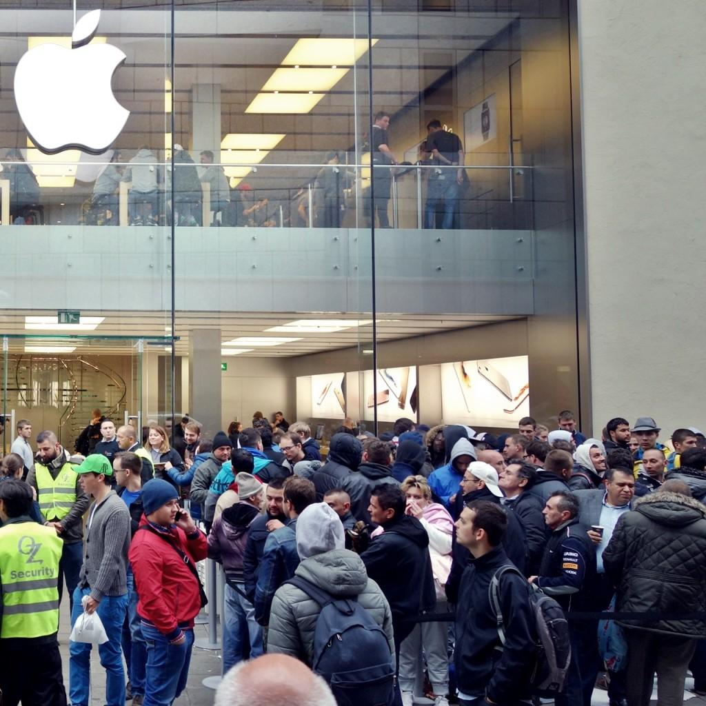 Phänomen: iPhone-Warteschlange vor Apple Store
