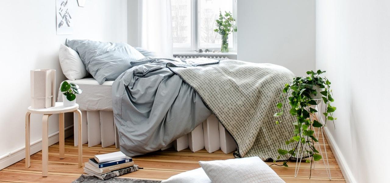 das 90 euro bett aus pappe room in a box. Black Bedroom Furniture Sets. Home Design Ideas