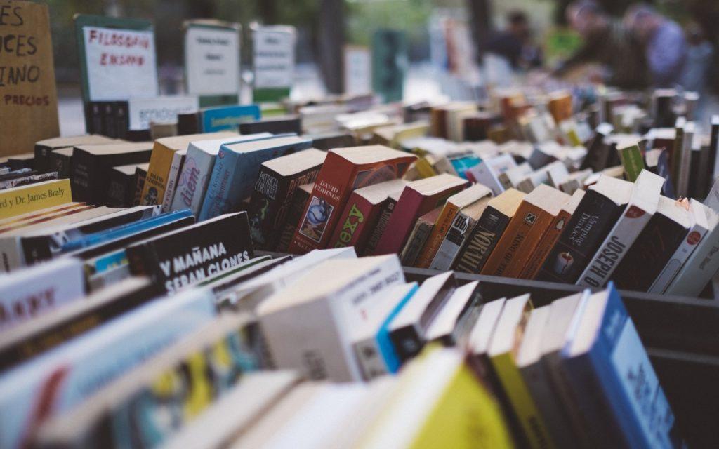 Gebrauchte Bücher kaufen, verkaufen, Flohmarkt