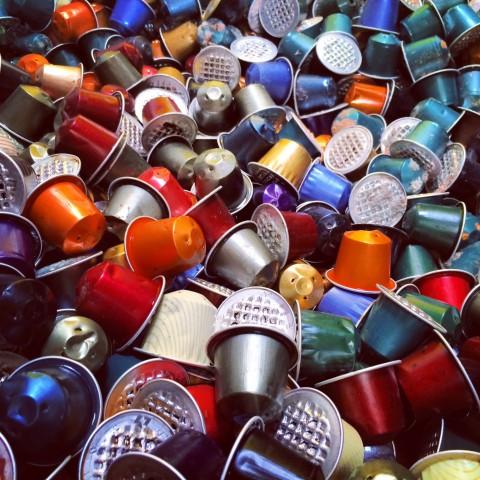 Millionen Tonnen Kaffeekapseln von Nespresso und anderen landen jedes Jahr im Restmüll