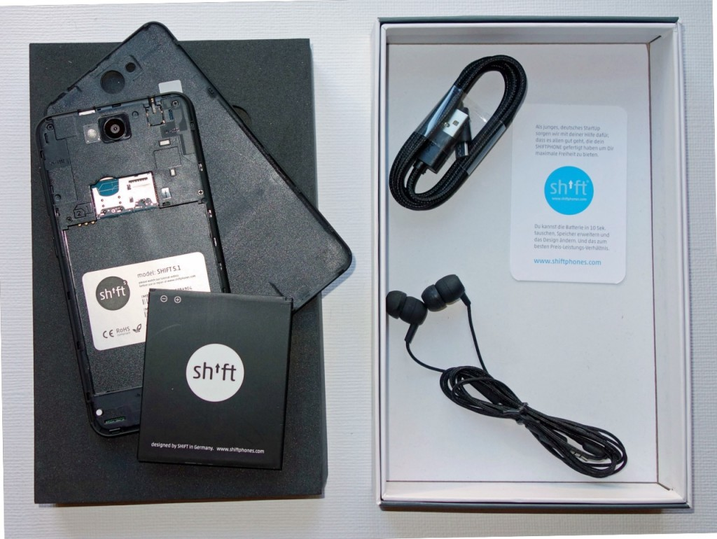 Shift 5.1 ausgepackt: USB-Kabel und Kopfhörer sind dabei
