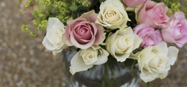 Blumen kaufen, fair, bio, Strauss Rosen in der Glasvase