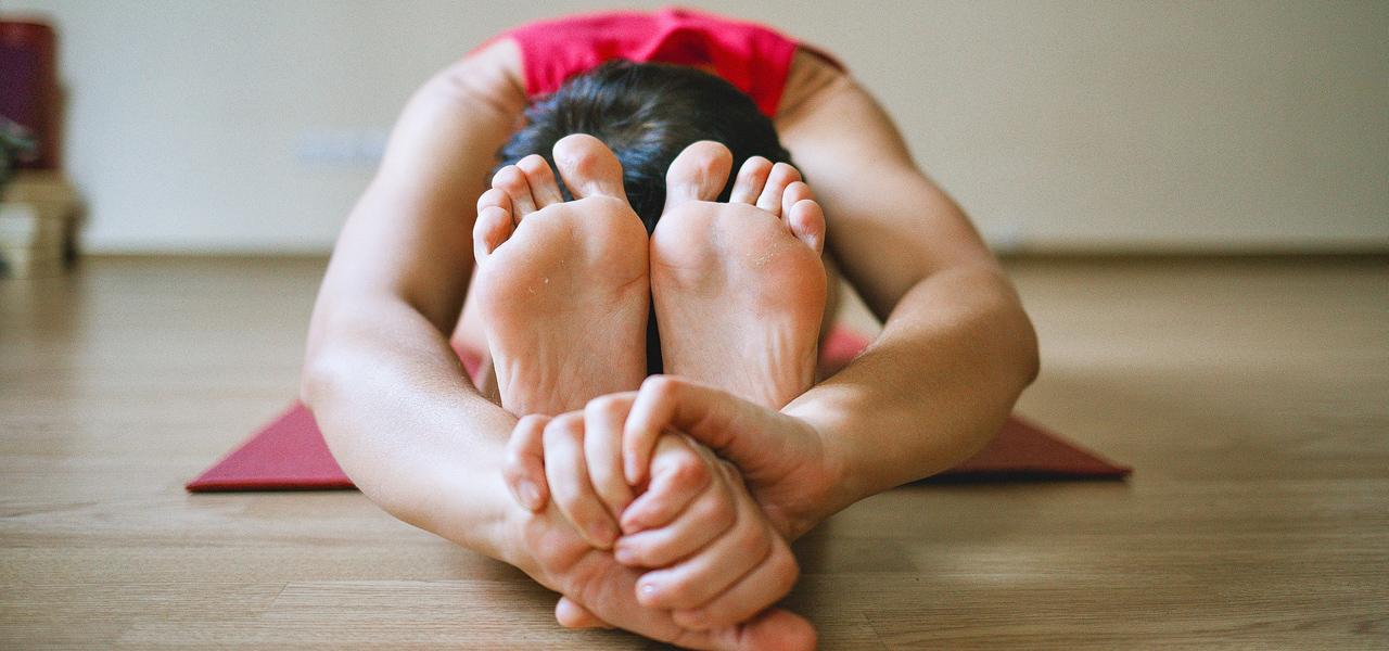 Yogamatte und Yogakleidung: darauf solltest du achten