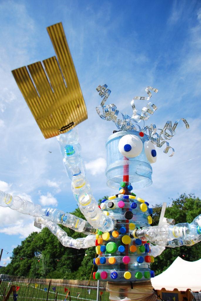 Eine Recycling-Statue auf dem Paleo Festival Nyon.