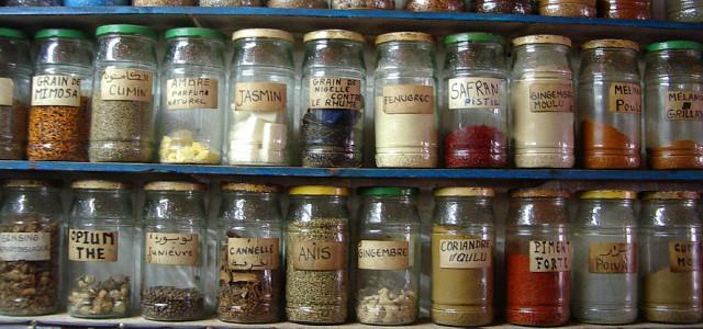 Schraubgläser für Gewürze und getrocknete Kräuter