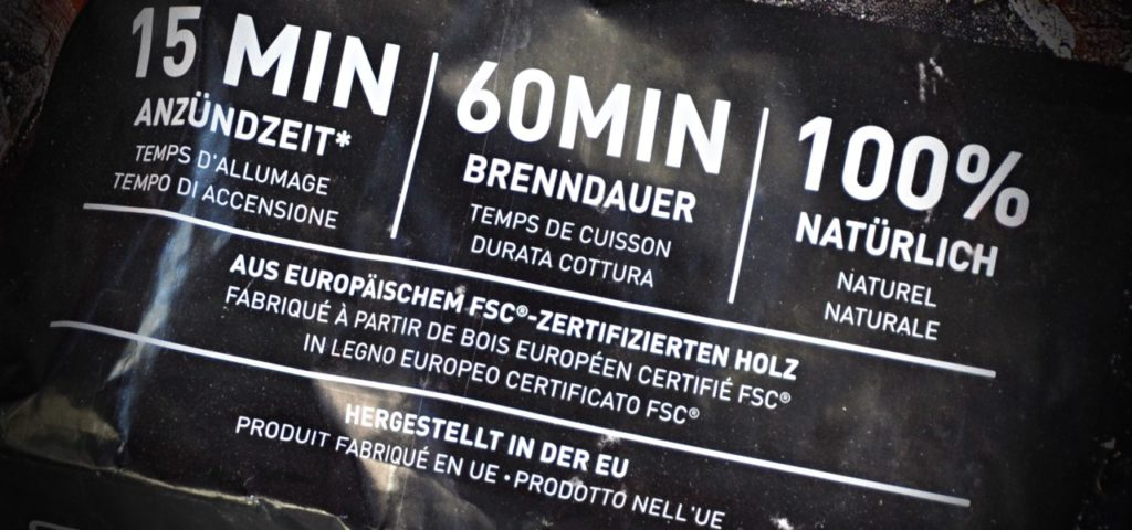 Grillkohle aus FSC-zertifiziertem Holz zum Grillen nehmen