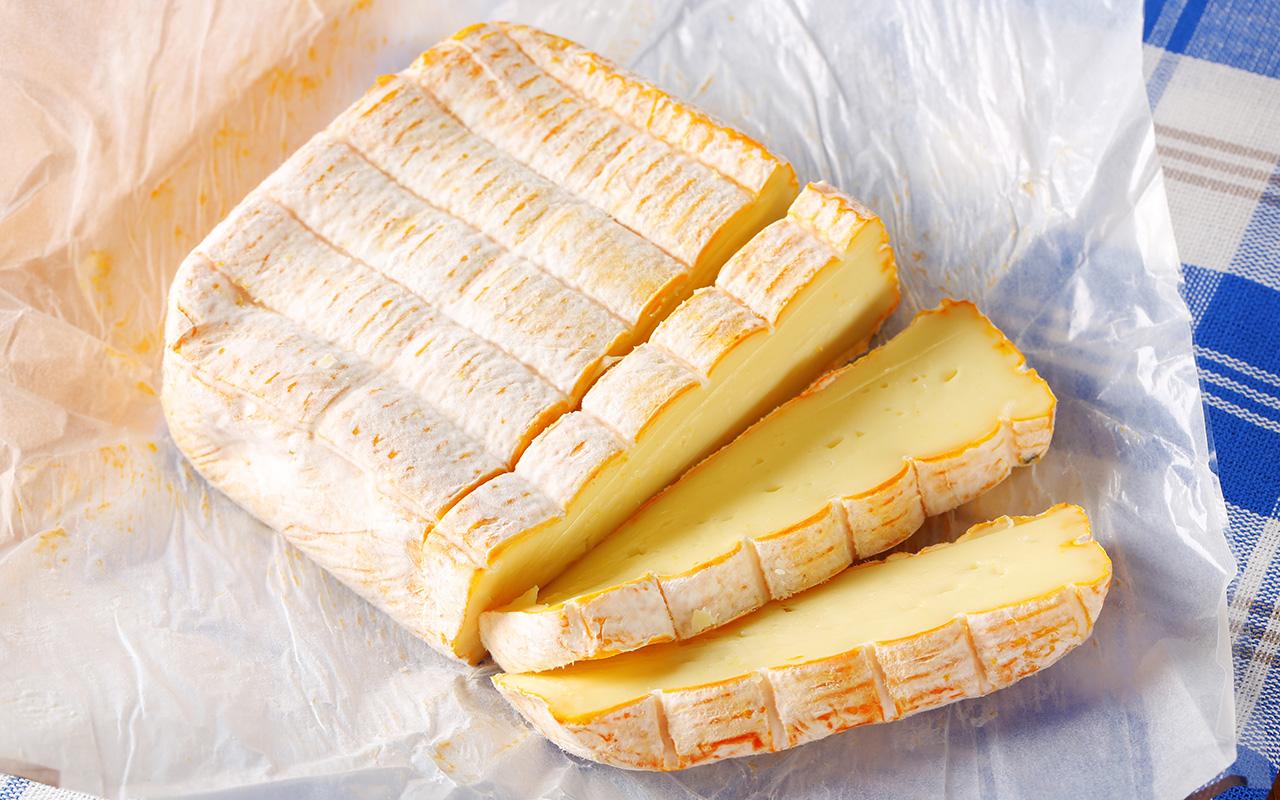 Lebensmitel richtig lagern: Käse luftdurchlässig verpacken