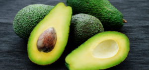 eine reife Avocado