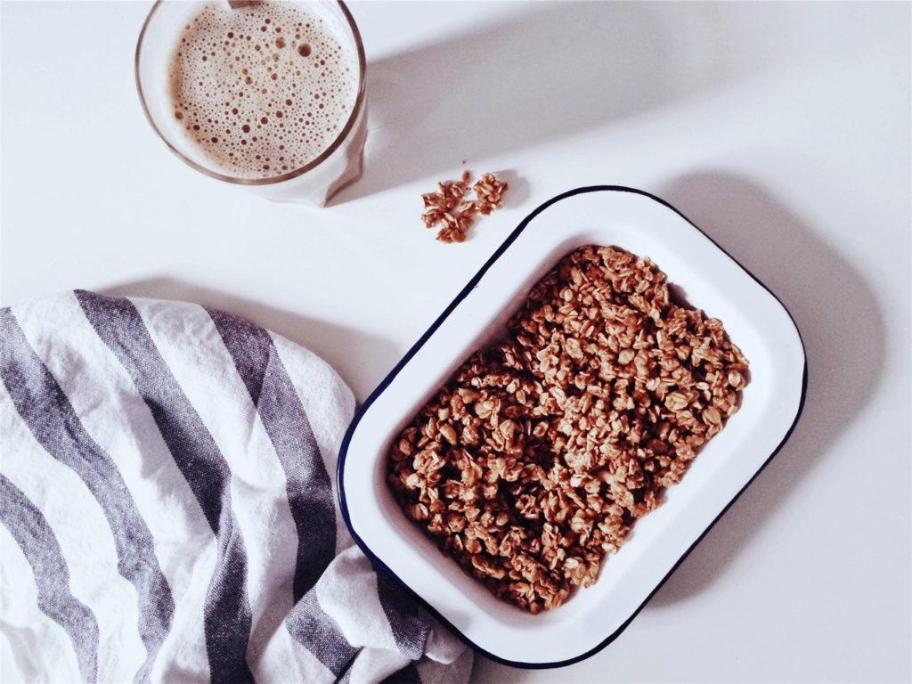 hafermilch gesunder milchersatz laktosefrei vegan haferdrink. Black Bedroom Furniture Sets. Home Design Ideas
