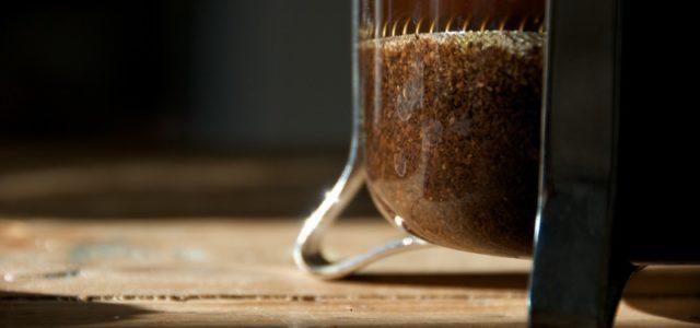 Kaffeesatz in Kanne