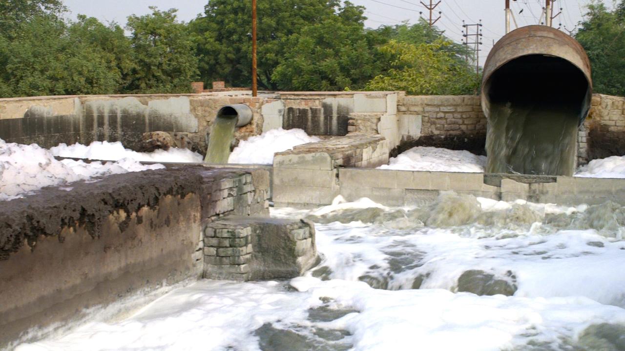 Folgen unseres Konsums: Die Textilindustrie verschmutzt Gewässer
