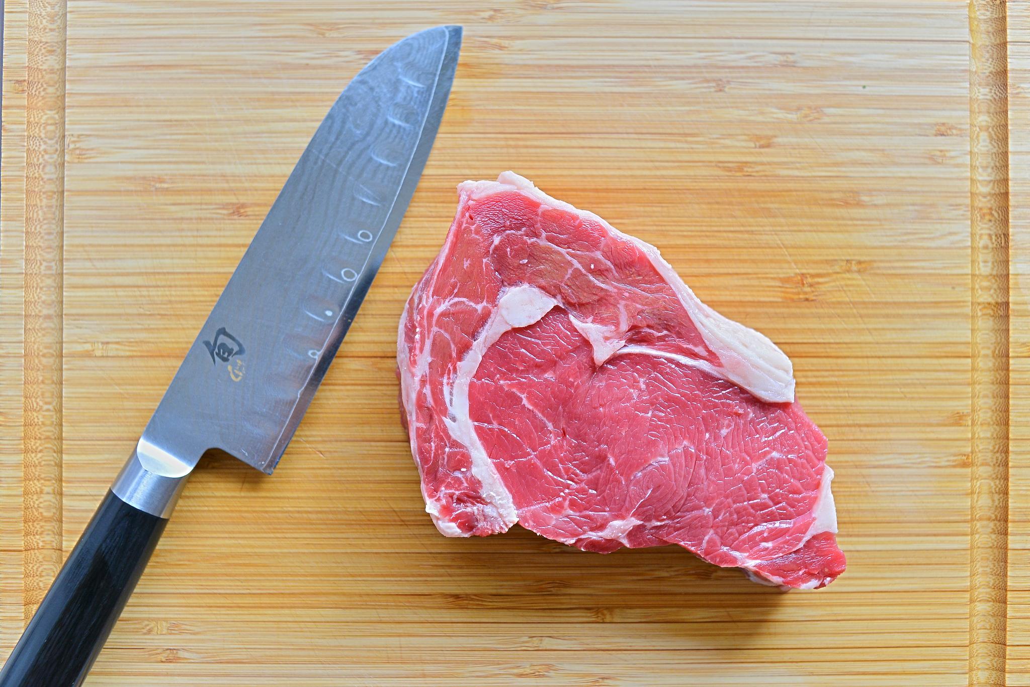 Sprüche, die Vegetarier und Veganer nicht mehr hören können: Messer mit Fleisch