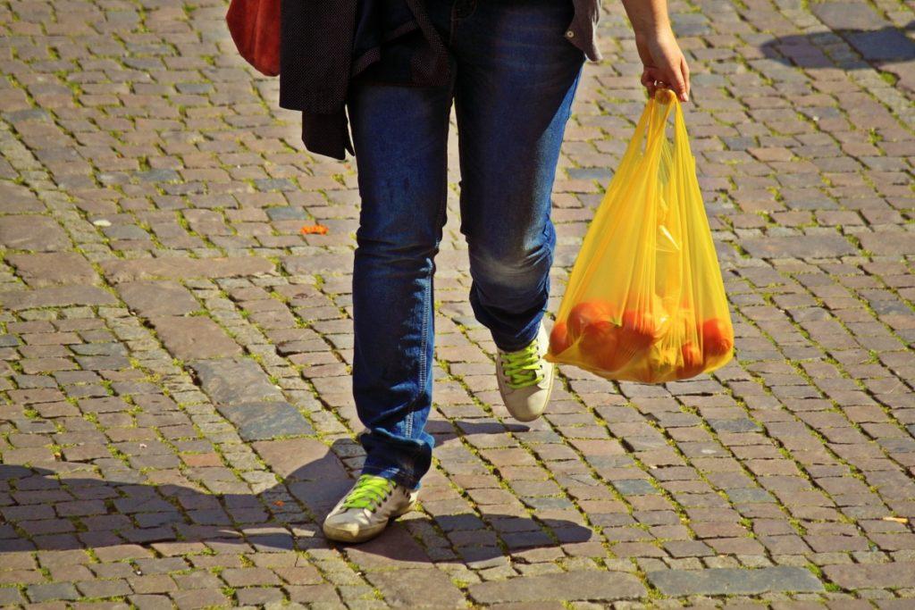 Weniger Plastik und nachhaltig leben: Statt Plastiktüten lieber wiederverwendbare Stoffbeutel