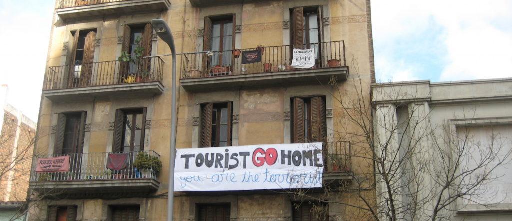 tourismus-zerstoert-barcelona-x-amy-160824-1280x550