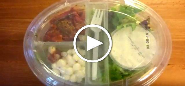 Salat in Plastik aus dem Supermarkt: Umweltsünde