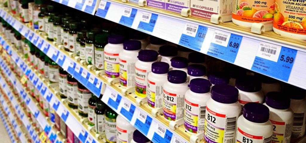 Vitaminpillen und VItamin B12 gegen Mangel: nicht ohne ärztlichen Rat einnehmen