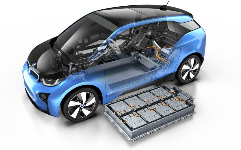 Den BMW i3 gibt es auch mit Range Extender (Reichweitenverlängerung) für etwa 39.450 Euro.