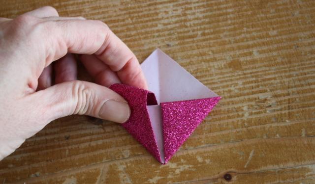 lesezeichen selber basteln diy origami lesezeichen aus. Black Bedroom Furniture Sets. Home Design Ideas