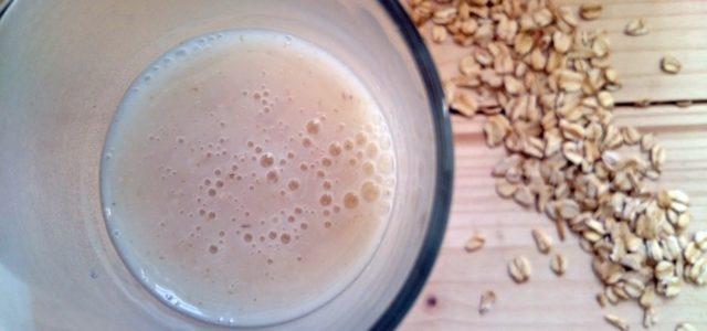 Hafermilch selber machen; Glas mit Haferflocken