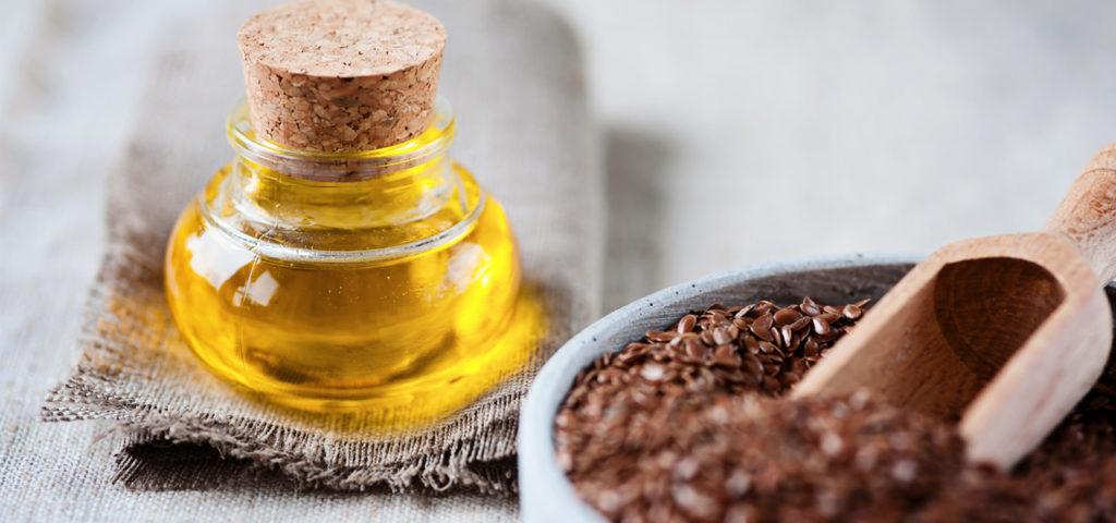 Leinöl wird aus den reifen Samen des Öllein, auch bekannt als Flachs, gewonnen