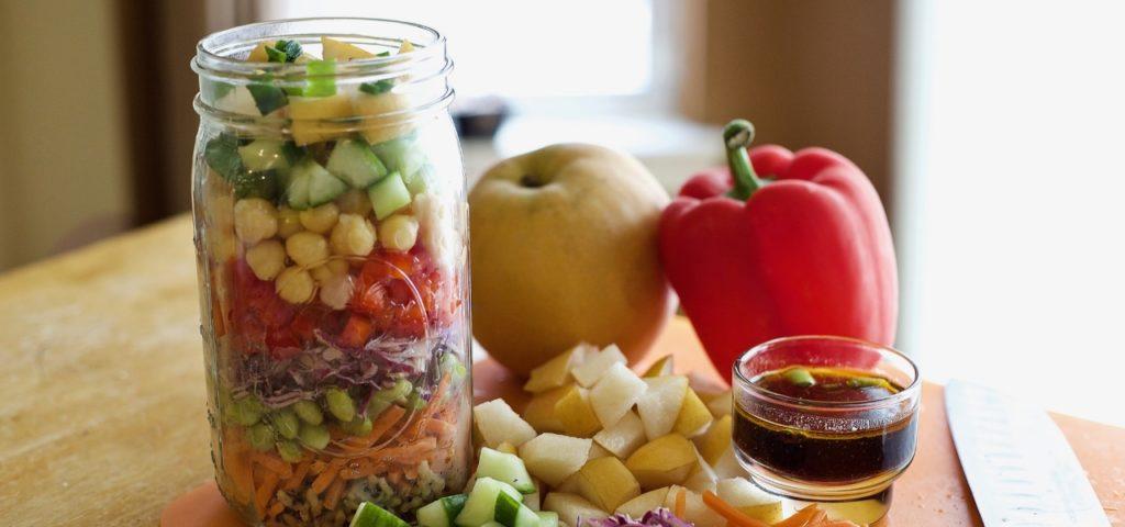 salat im glas plastikfreies mittagessen mit zwei tollen. Black Bedroom Furniture Sets. Home Design Ideas