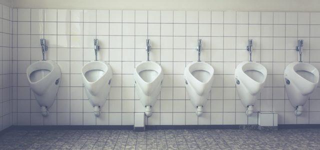 Gegen Urinstein und Kalk in der Toilette gibt es wirksame Hausmittel.
