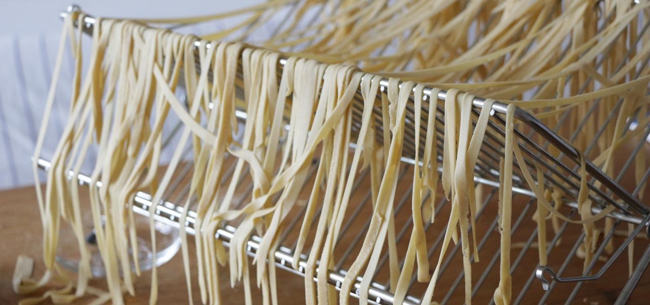 nudeln selber machen so gelingt die perfekte pasta. Black Bedroom Furniture Sets. Home Design Ideas