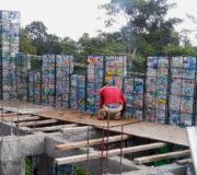 Haus Plastikflaschen Plastic Bottle Village