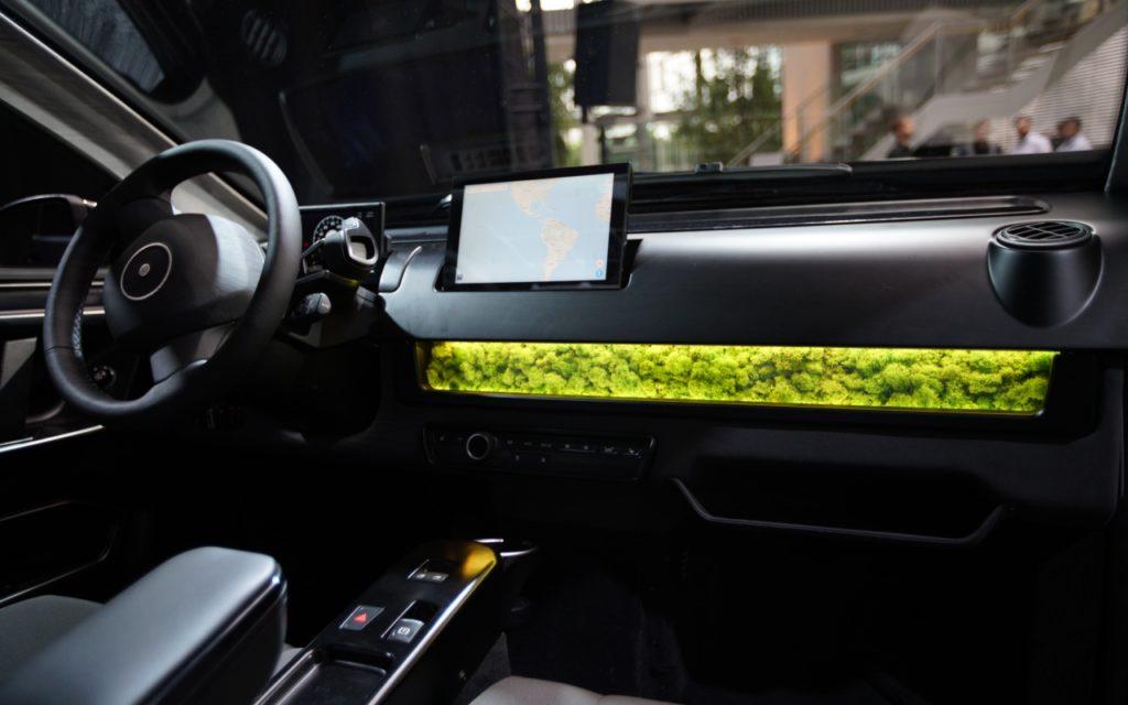 Sion Solarauto innen: Moos als Luftfilter
