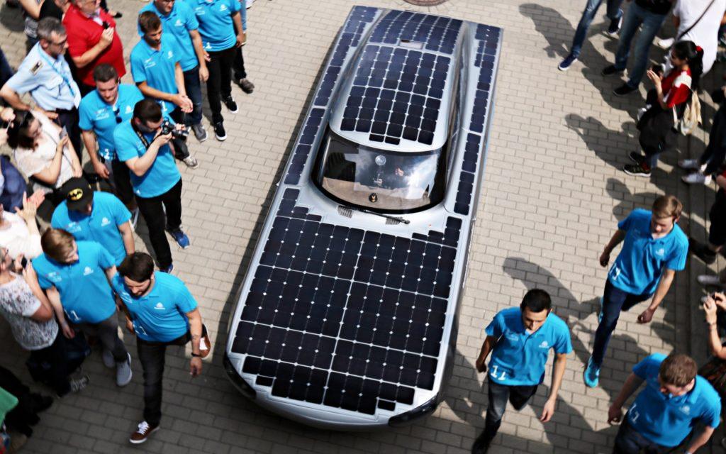 5qm fahrende Solarzellen: blue.cruiser Solarauto