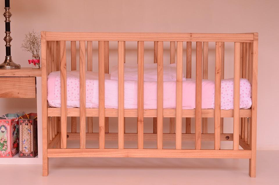 Ein Babybett kannst du gut Second Hand kaufen