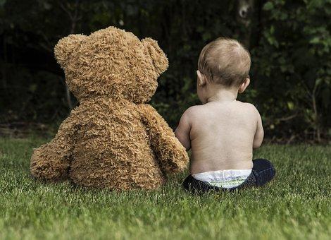 Einen großen Teddybären braucht ein Baby noch nicht