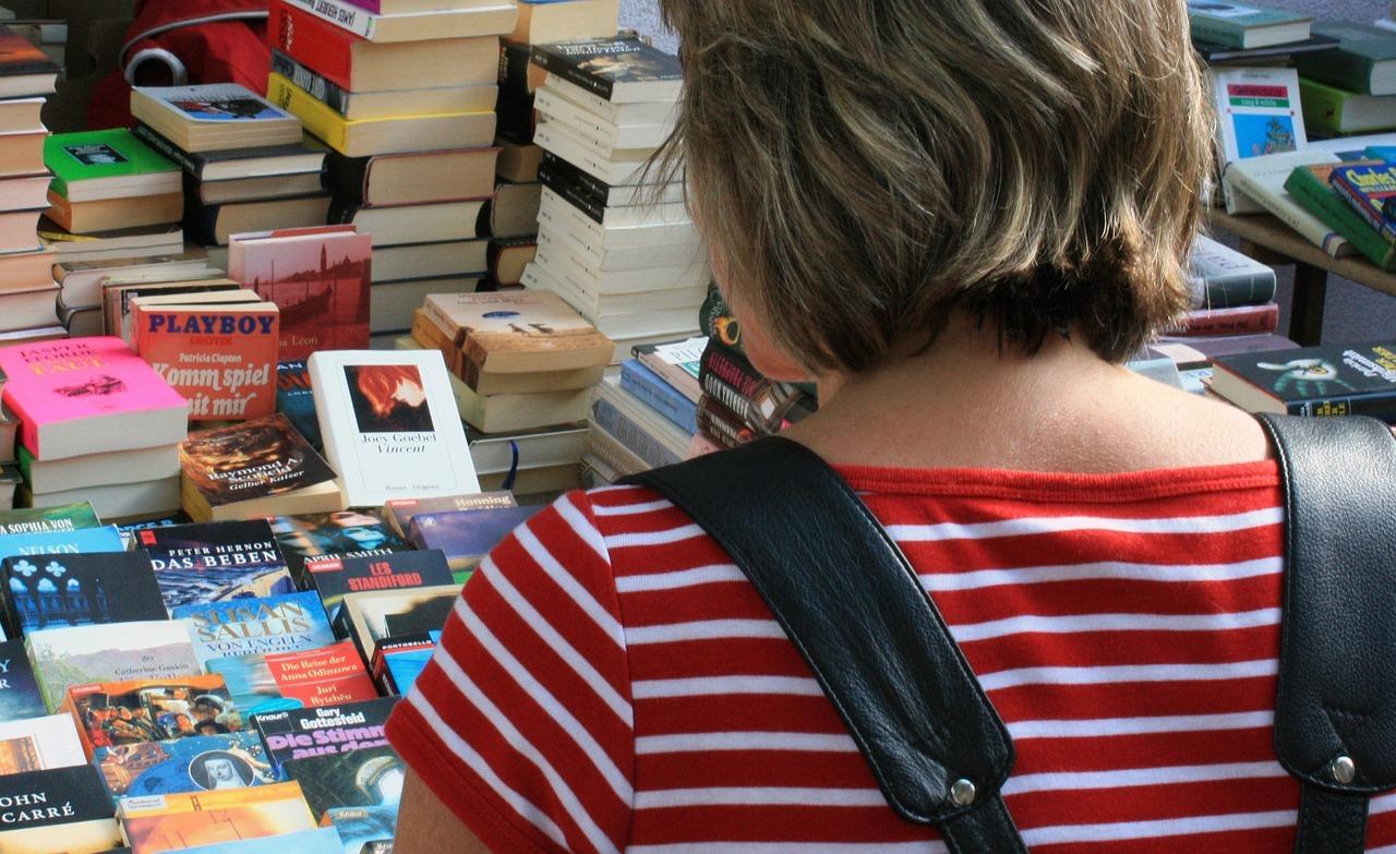 Gebrauchte Bücher auf dem Flohmarkt.