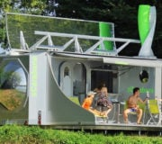 Faltbarer autarker Wohnwagen sCarabane für Selbstversorger