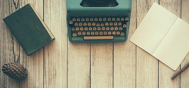 Schreibmaschine Schreibtisch