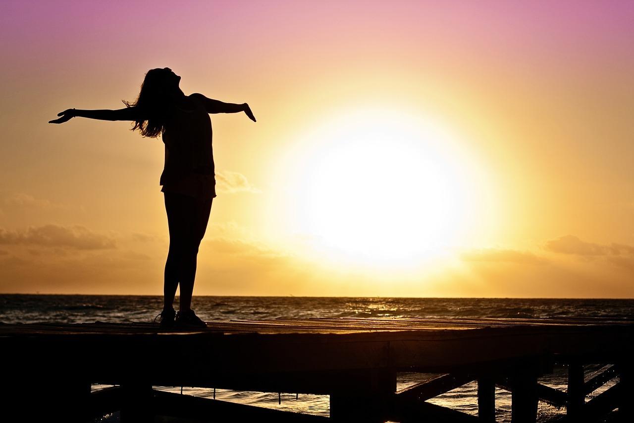 Das Licht der Tageslichtlampe hebt die Stimmung - fast als würde man echte Sonne tanken.