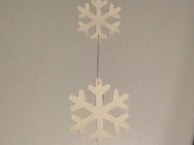 Egal ob mit Sternen oder Schneeflocken, die Hänger bereichern deinen Wohnraum im Winter.
