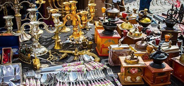 Flohmärkte bieten ein breites Spektrum von günstiger Second-hand Ware bis hin zu kostbaren Antiquitäten