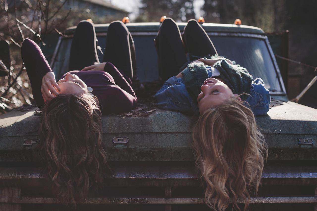 Gemeinsame Zeit mit Freunden ist gut fürs Gemüt - und gegen Herbstdepression