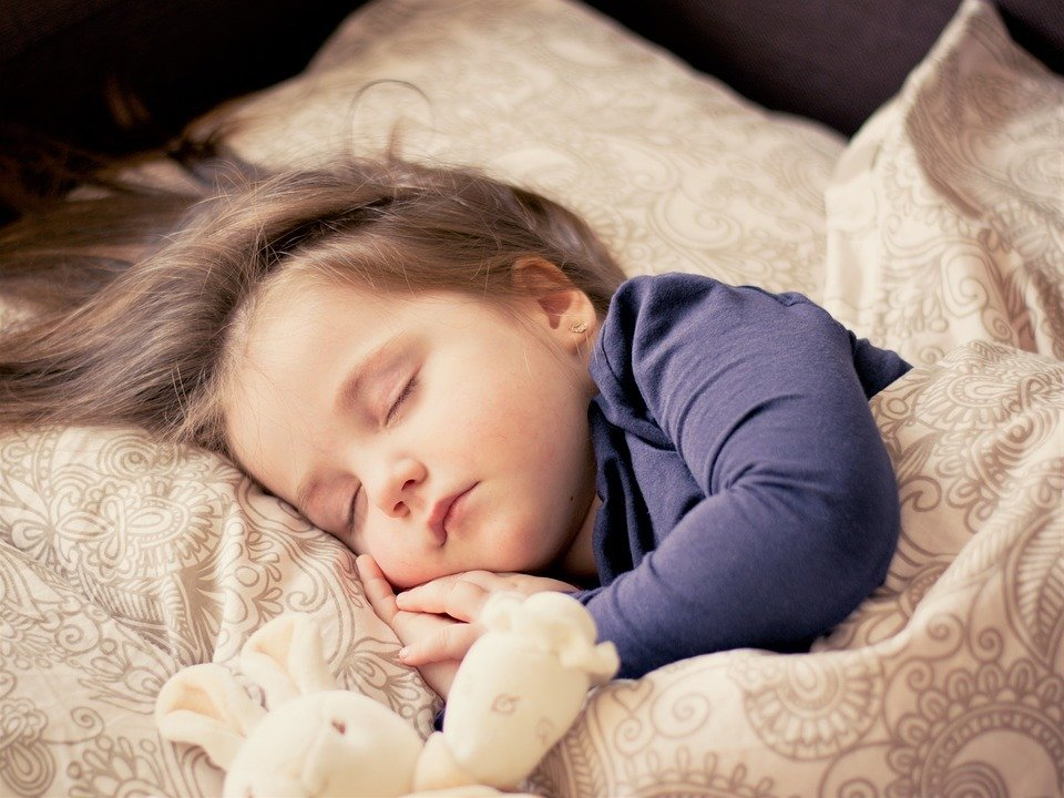 Manchmal wünscht man sich in die Kindheit zurück, in der man noch sorgenlos schlafen konnte.