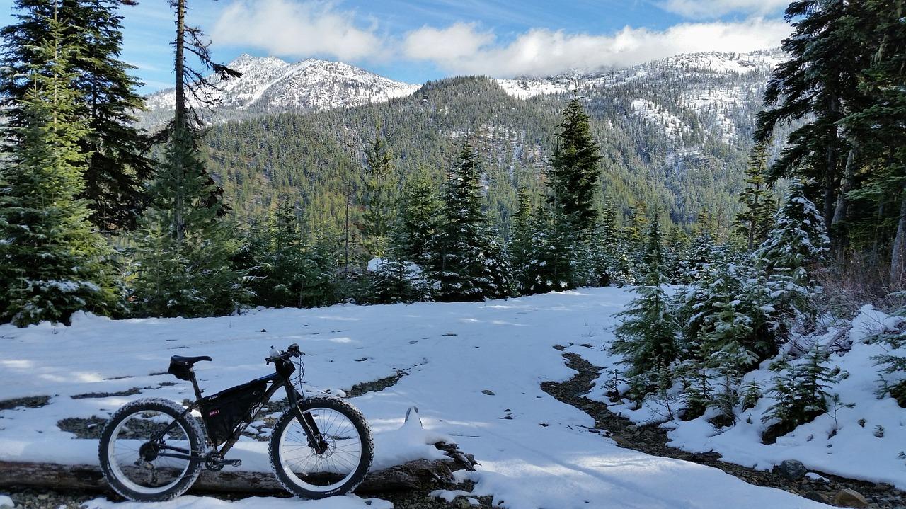 Mit dem Fahrrad im Winter fahren: Winterreifen sind Pflicht