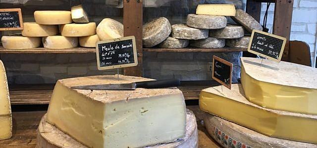 Wenn du zu viel Käse eingekauft hast, kannst du ihn auch einfrieren.
