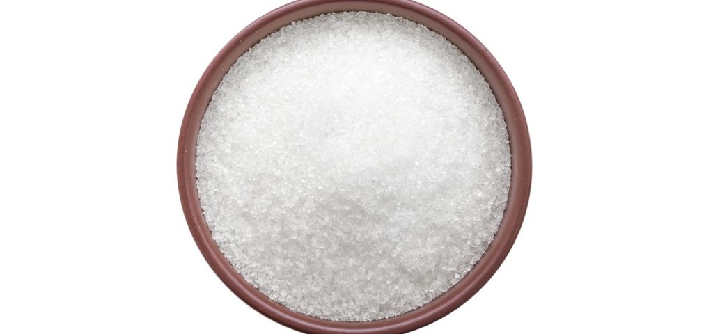 Weißer Zucker kann sowohl von Zuckerrüben als auch vom Zuckerrohr stammen.
