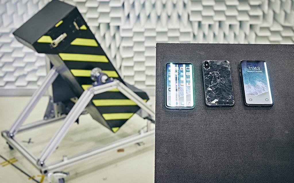 In der Fallmaschine von Stiftung Warentest crashten alle iPhone X –die Vorgänger überstanden den Falltest noch unbeschadet