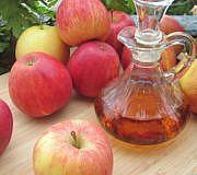 frischer Apfelessig aus ganzen Äpfeln