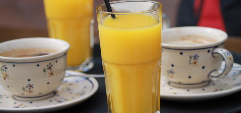 Orangensaft zum Frühstück