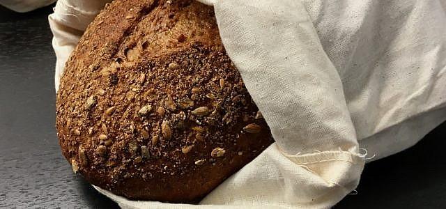 In einem herkömmlichen Beutel aus Baumwolle kannst du dein Brot problemlos einfrieren.